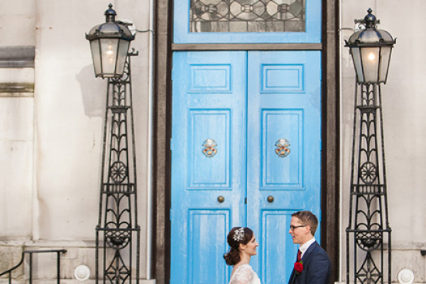 A happy couple taking a moment at Stationers' Hall and Garden wedding venue in London | CHWV