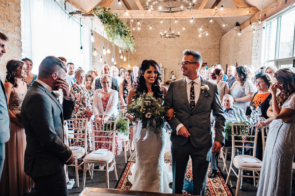 Just married at Stratton Court Barn wedding venue in Oxfordshire | CHWV