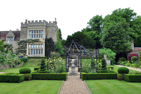 Grounds at Tofte Manor | Wedding Venues Bedfordshire