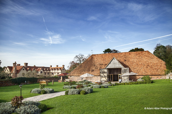 Ufton Court barn wedding venue in Berkshire | CHWV