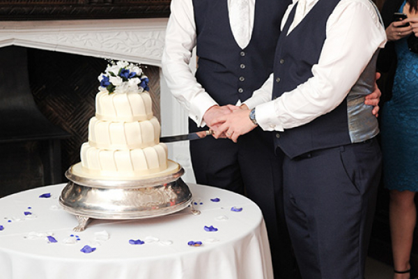 A happy couple cut their wedding cake at Wakehurst wedding venue in West Sussex | CHWV