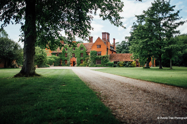 The drive and grounds at Woodhall Manor wedding venue in Suffolk | CHWV
