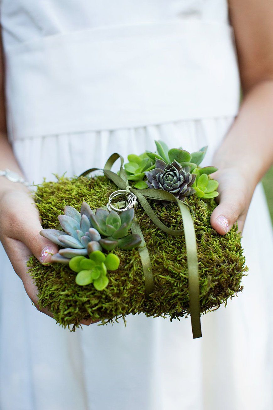 10 Ways To Use Succulents At Your Wedding - Ring pillow | CHWV