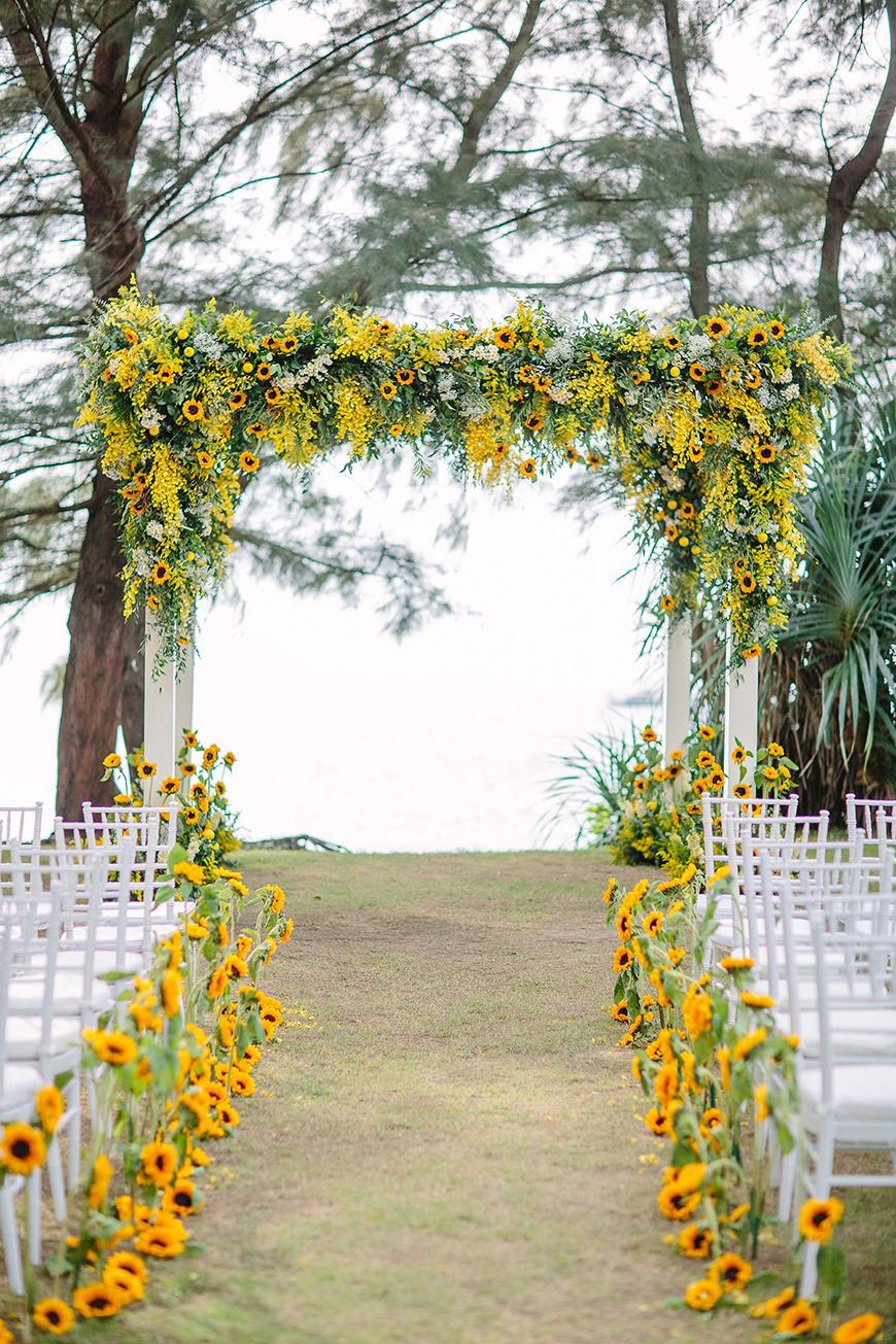 Spectacular Summer Wedding Flowers - Sunflower stems | CHWV