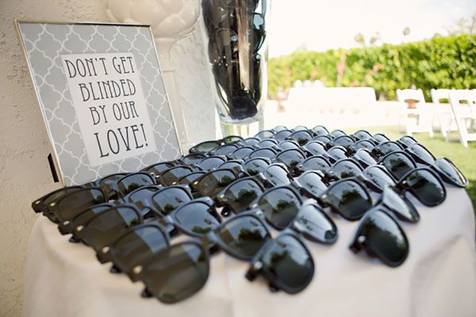 Sunglasses for your wedding guests  - Totally ingenious ideas for an outdoor wedding