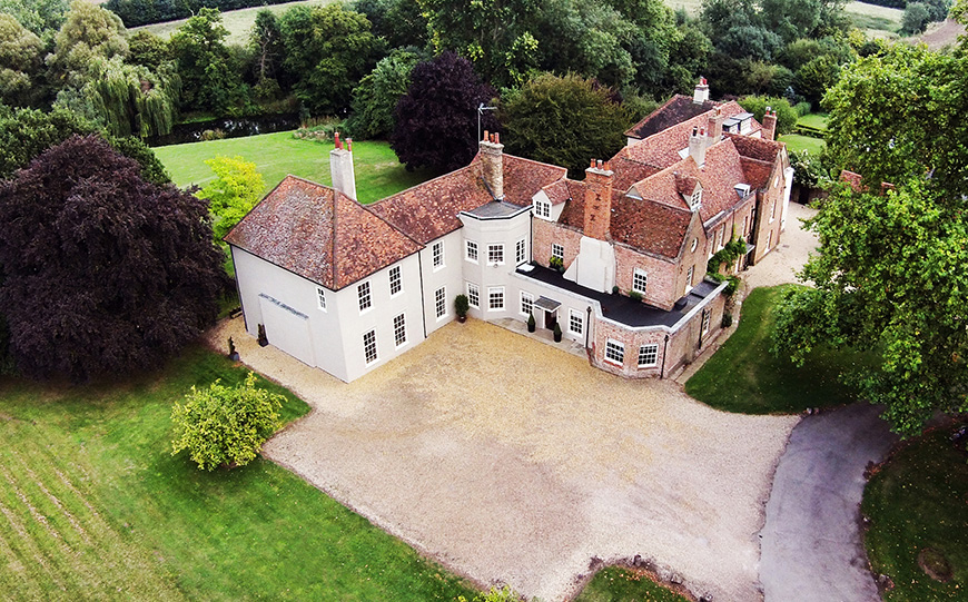 Escape The City With 8 Wedding Venues Near London - That Amazing Place | CHWV