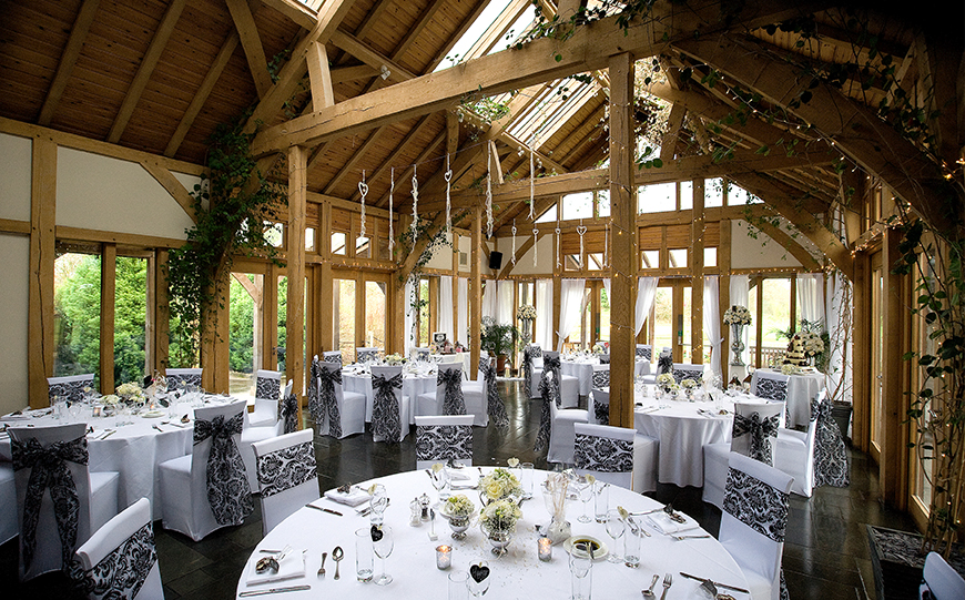 7 Quirky Wedding Venues That You Have To See - The Oak Tree of Peover | CHWV
