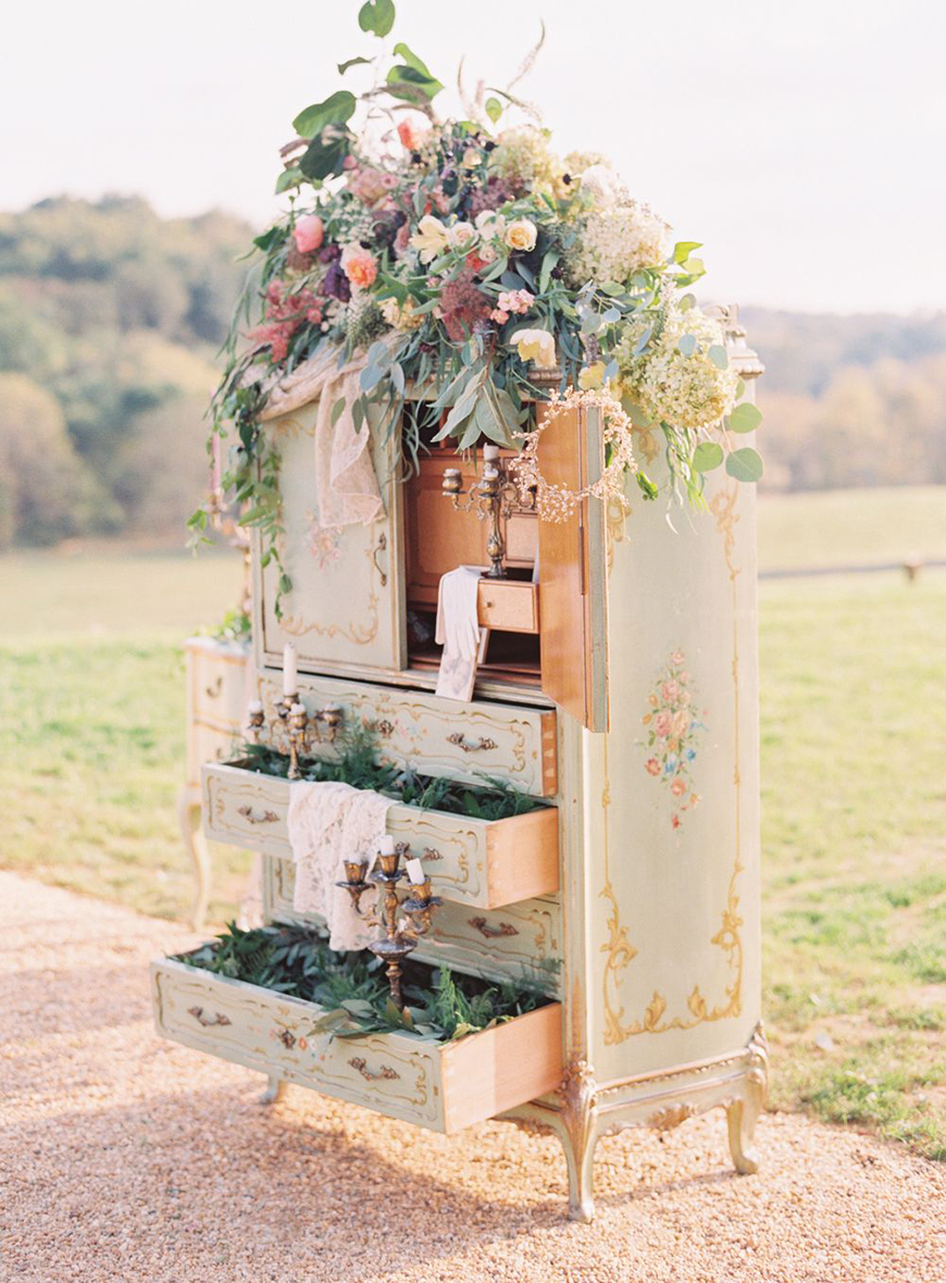 17 Unique Wedding Ideas To make Your Wedding Stand Out - Reclaimed and reused | CHWV