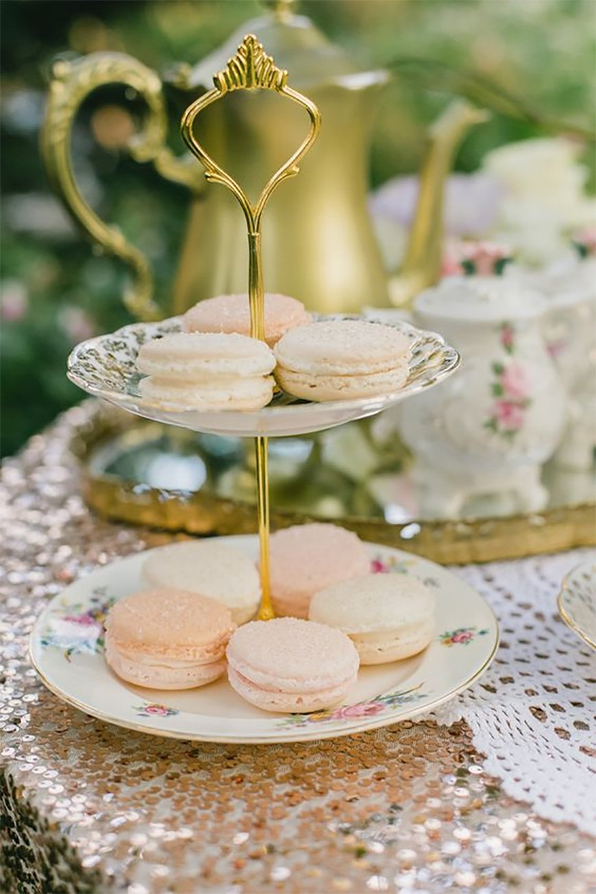 How to host a quintessentially English wedding afternoon tea party - Cake stands | CHWV