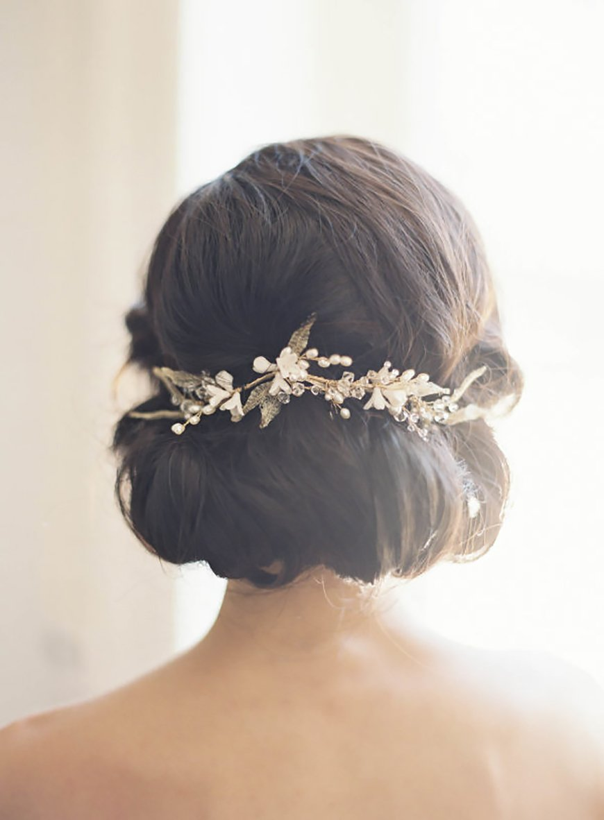The Best Wedding Hairstyles For Short Hair - Simply chic chignon | CHWV