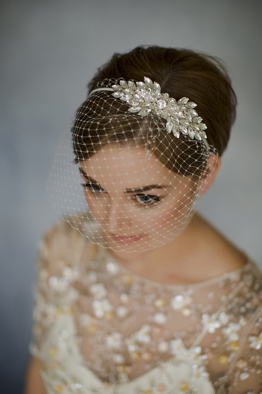 The Best Wedding Hairstyles For Short Hair - Birdcage beauty | CHWV