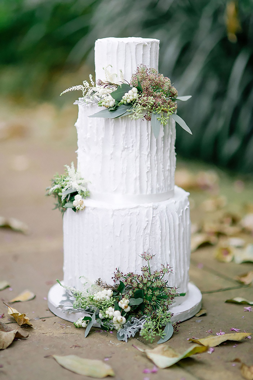 Wedding Ideas By Colour: White Wedding Cakes - The botanical look | CHWV